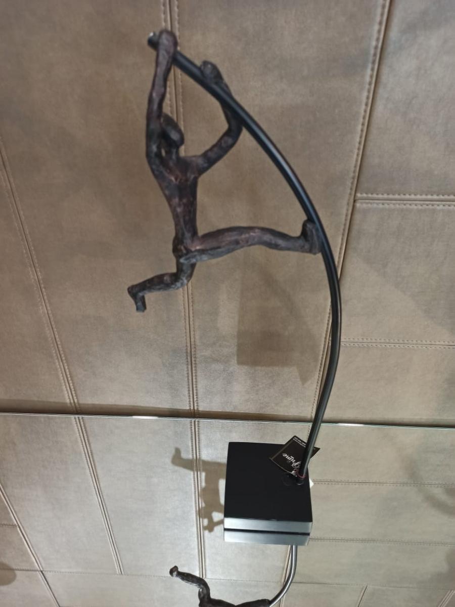 Escultura Salto com vara